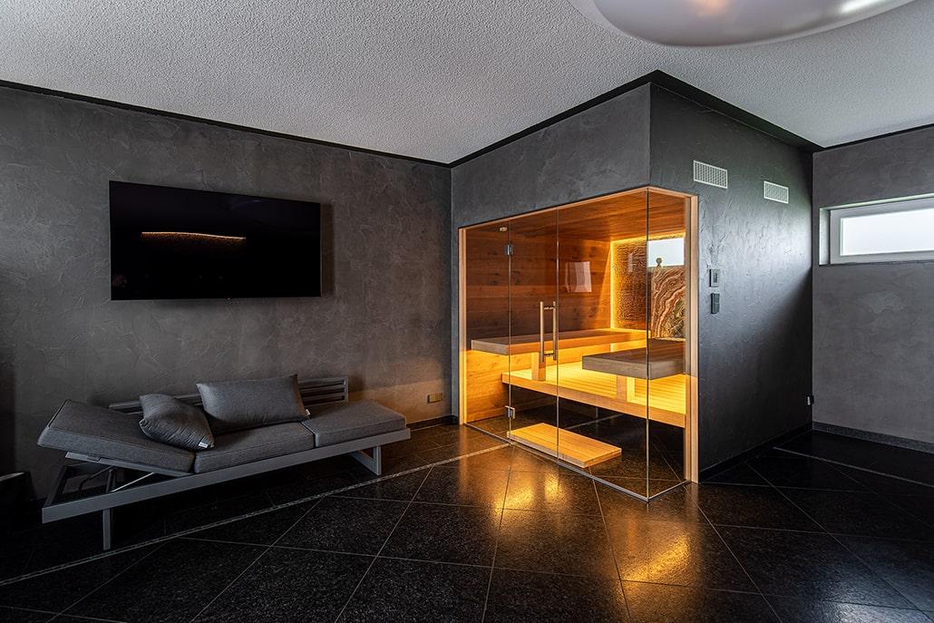 Exklusive Sauna mit Glasfront