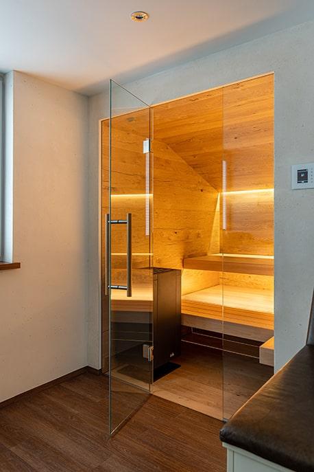 Sauna im Badezimmer Blick hinein