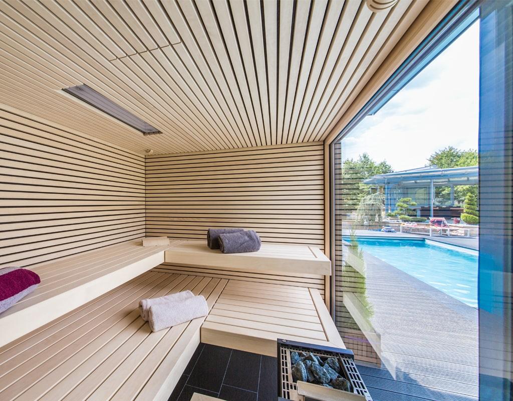 Sauna mit Glasfront außen